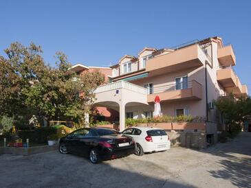 Brodarica, Šibenik, Объект 6150 - Апартаменты с галечным пляжем.