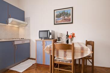 Nin, Dining room in the studio-apartment, WiFi.