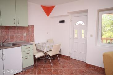 Privlaka, Dining room in the studio-apartment, dopusteni kucni ljubimci i WIFI.