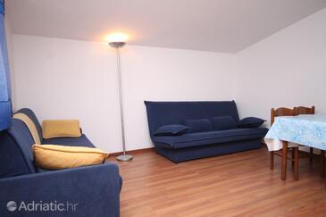 Zukve, Living room in the apartment, dopusteni kucni ljubimci.
