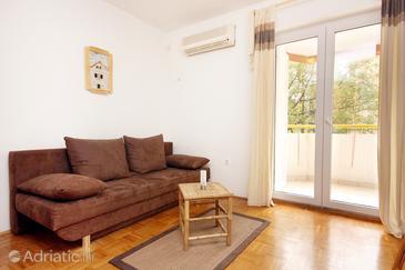 Biograd na Moru, Living room in the apartment, dostupna klima.