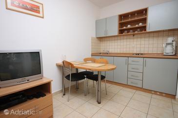 Sukošan, Dining room in the studio-apartment, dopusteni kucni ljubimci.