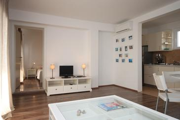 Pakoštane, Living room in the apartment, dostupna klima.