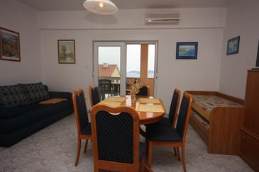 Drage, Dining room in the apartment, dostupna klima i WIFI.