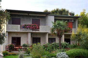 Sukošan, Zadar, Property 6176 - Apartments near sea with pebble beach.