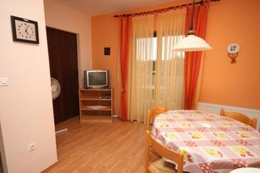 Turanj, Jedilnica v nastanitvi vrste apartment, dostopna klima in WiFi.