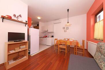 Turanj, Living room in the apartment, dostupna klima i WIFI.