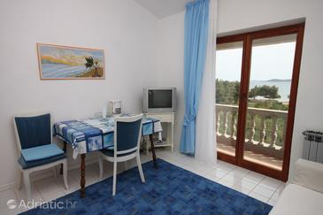 Vodice, Dining room in the studio-apartment, WIFI.