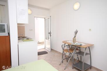 Ražanac, Dining room in the studio-apartment, WIFI.