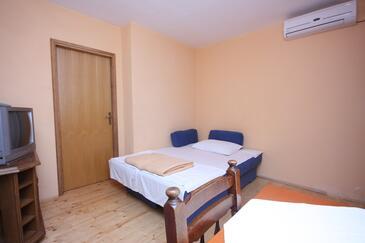 Zemunik Donji, Pokój dzienny w zakwaterowaniu typu apartment, dostupna klima i WIFI.
