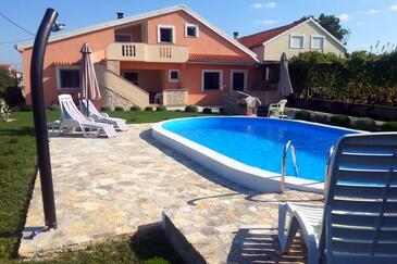 Zemunik Donji, Zadar, Obiekt 6188 - Apartamenty ze żwirową plażą.
