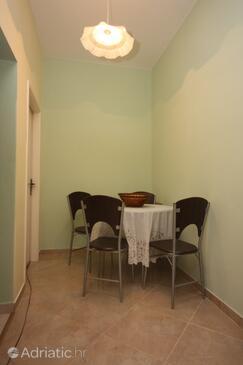 Bibinje, Dining room in the apartment.