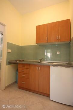 Bibinje, Kitchen in the studio-apartment.