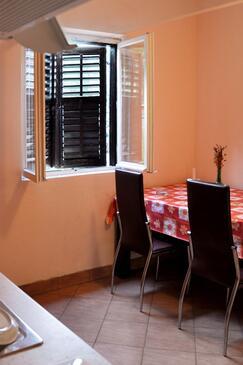Prožurska Luka, Jedáleň v ubytovacej jednotke apartment, WiFi.
