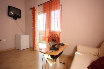 Ražanac, Dining room in the apartment, dopusteni kucni ljubimci.