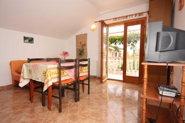 Turanj, Dining room in the apartment, air condition available and WiFi.
