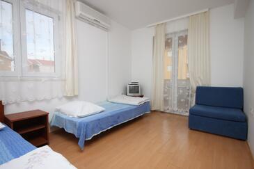 Biograd na Moru, Living room in the apartment, dostupna klima i dopusteni kucni ljubimci.