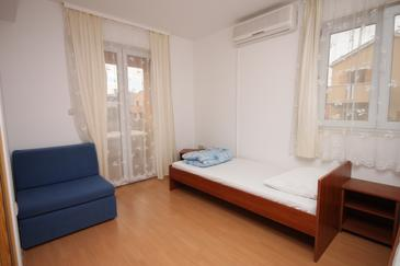 Biograd na Moru, Living room in the apartment, dostupna klima i dopusteni kucni ljubimci.