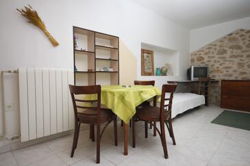 Zadar - Diklo, Dining room in the studio-apartment, dopusteni kucni ljubimci i WIFI.