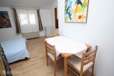Zemunik Donji, Dining room in the studio-apartment, dostupna klima i WIFI.