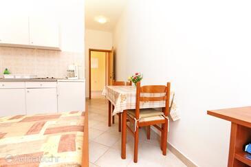 Rovanjska, Jídelna v ubytování typu studio-apartment, s klimatizací a WiFi.