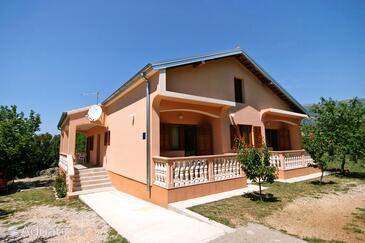 Rovanjska, Paklenica, Объект 6209 - Апартаменты с галечным пляжем.