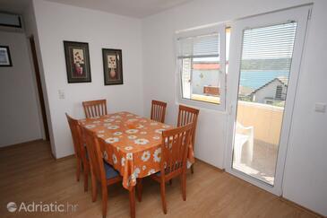 Rtina - Miočići, Dining room in the apartment, dostupna klima i dopusteni kucni ljubimci.