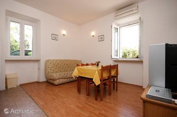 Petrčane, Dining room in the apartment, dostupna klima i dopusteni kucni ljubimci.