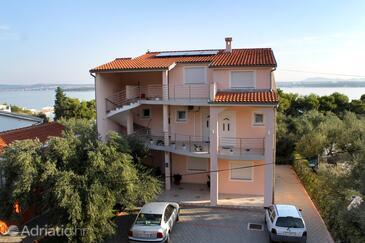 Tkon, Pašman, Объект 6215 - Апартаменты вблизи моря с песчаным пляжем.