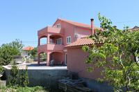 Apartments with a parking space Tkon (Pašman) - 6216