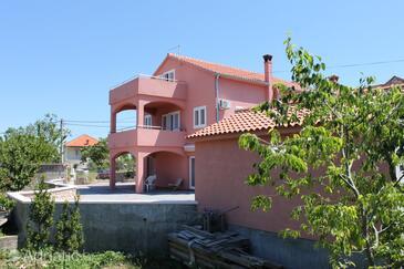 Tkon, Pašman, Property 6216 - Apartments with sandy beach.
