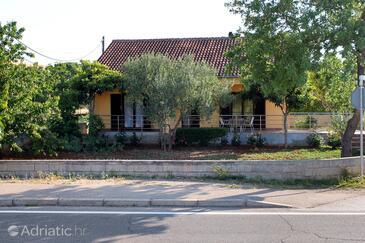 Sukošan, Zadar, Objekt 6218 - Počitniška hiša s prodnato plažo.