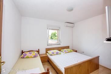 Biograd na Moru, Ložnice v ubytování typu room, domácí mazlíčci povoleni a WiFi.