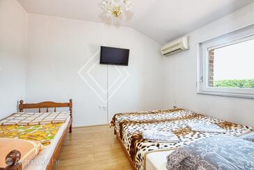 Biograd na Moru, Spavaća soba u smještaju tipa room, dostupna klima, kućni ljubimci dozvoljeni i WiFi.