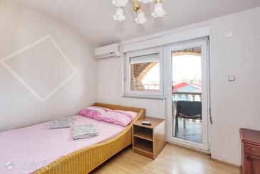 Biograd na Moru, Ložnice v ubytování typu room, s klimatizací, domácí mazlíčci povoleni a WiFi.