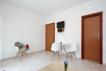 Sukošan, Salle à manger dans l'hébergement en type apartment, WiFi.