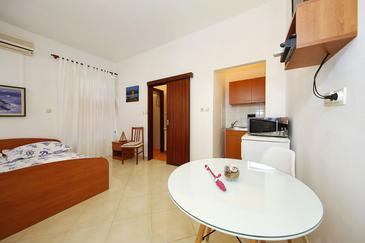 Sukošan, Jedáleň v ubytovacej jednotke studio-apartment, WiFi.