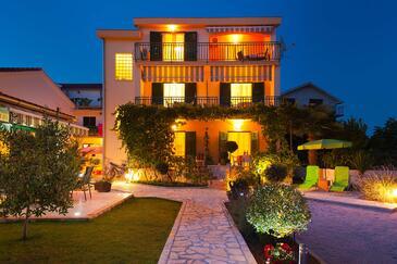 Srima - Vodice, Vodice, Property 6231 - Apartments with pebble beach.