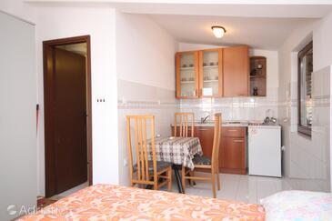 Bibinje, Dining room in the studio-apartment.