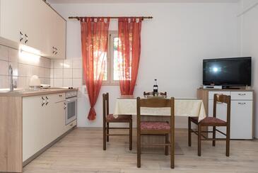 Vodice, Jídelna v ubytování typu apartment, s klimatizací a WiFi.