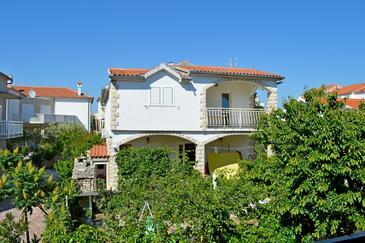 Vodice, Vodice, Объект 6236 - Апартаменты с галечным пляжем.