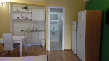 Tribunj, Kitchen in the studio-apartment, (pet friendly) and WiFi.