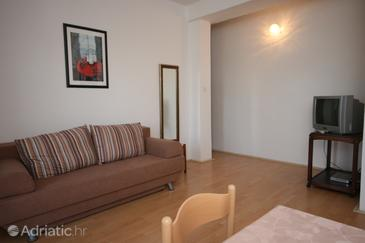 Sukošan, Obývací pokoj v ubytování typu apartment, s klimatizací, domácí mazlíčci povoleni a WiFi.