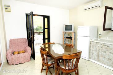 Brgulje, Sala da pranzo nell'alloggi del tipo apartment, condizionatore disponibile.