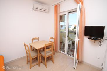 Ljubač, Dining room in the apartment, air condition available and WiFi.