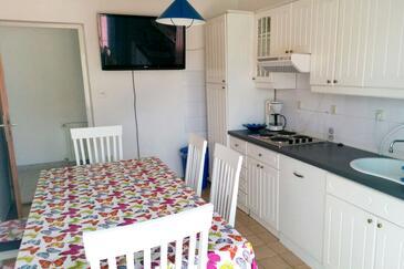 Biograd na Moru, Sufragerie în unitate de cazare tip apartment, WiFi.