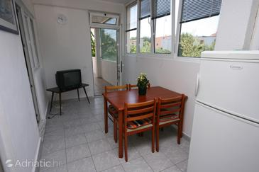 Tribunj, Dining room in the apartment, air condition available, (pet friendly) and WiFi.