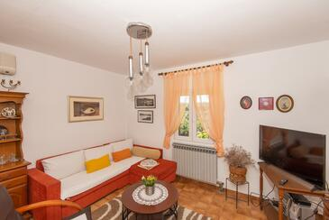 Molat, Living room in the apartment, air condition available and (pet friendly).