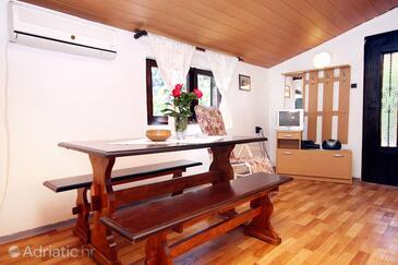 Veli Iž, Living room in the apartment, dostupna klima i dopusteni kucni ljubimci.
