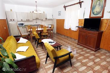 Veli Iž, Living room in the apartment, air condition available, (pet friendly) and WiFi.